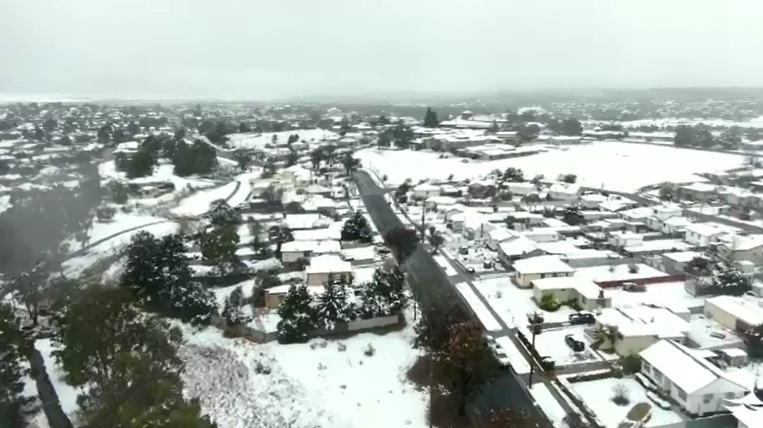 Wintry blast brings NSW snow, rain as bushfires burn in north